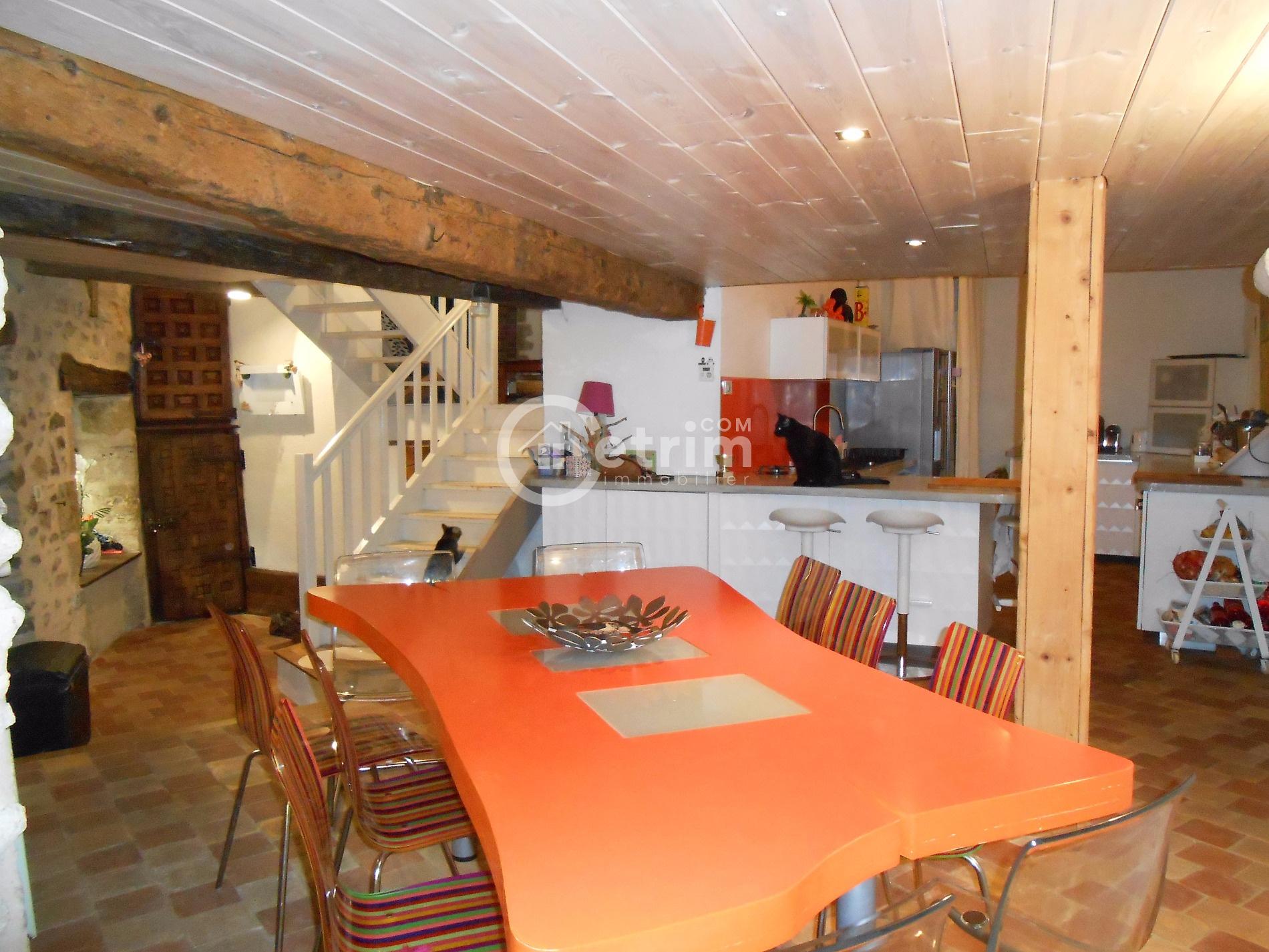 vente maison billom 63160 sur le partenaire. Black Bedroom Furniture Sets. Home Design Ideas